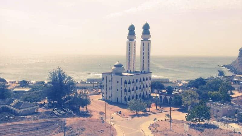 Un des bâtiments à visiter quand vous voyagez seul à Dakar
