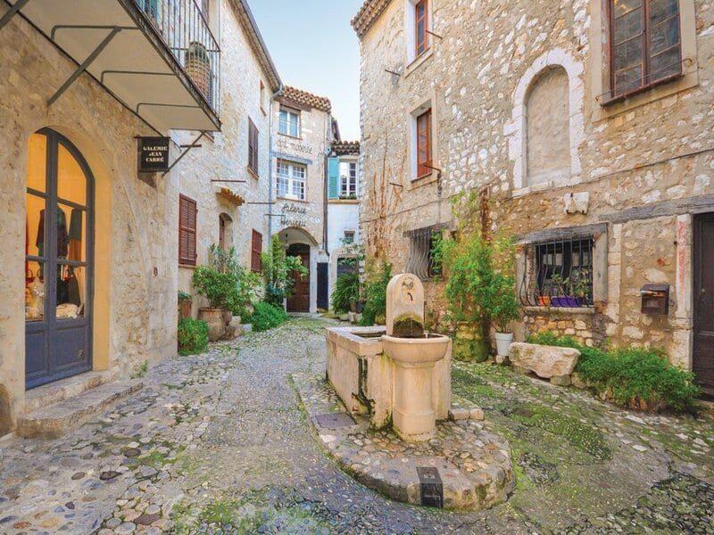 Ruelle à St Paul de Vence sur la Côte d'Azur
