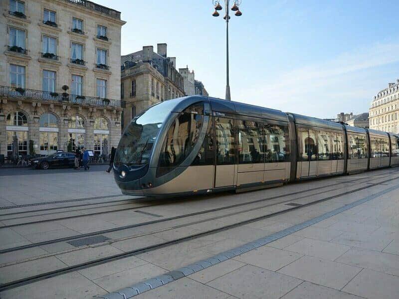 Voyager seul à Bordeaux avec le tramway